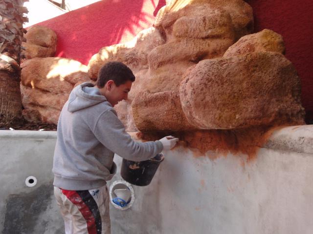 Pierres reconstitu es h rault d coration fabrication for Decor rocher piscine